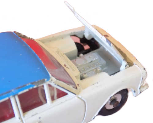 Dinky 135 showing luggage